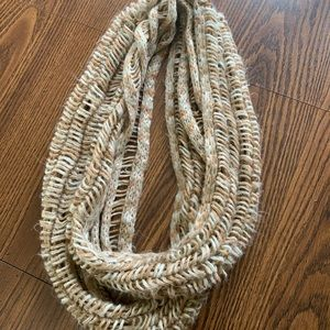 ✨F R E E✨ with purchase - Infinity scarf